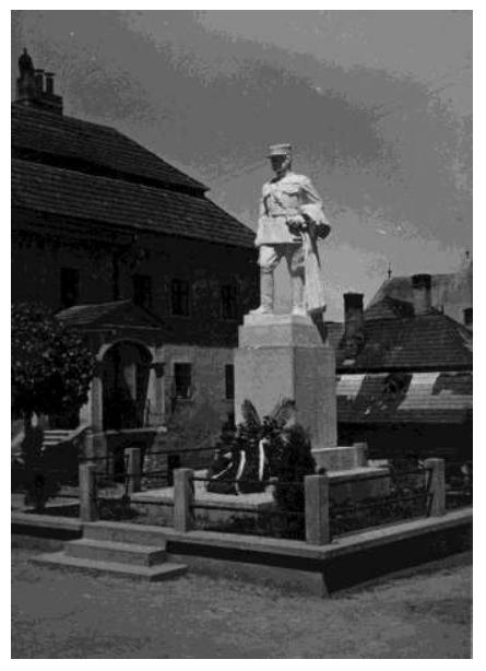 Socha M. R. Štefánika pred mestským úradom