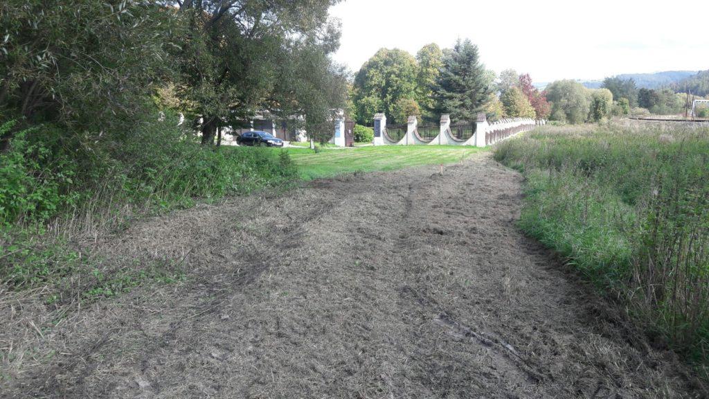 trasa pred výstavbou pri kaštieli