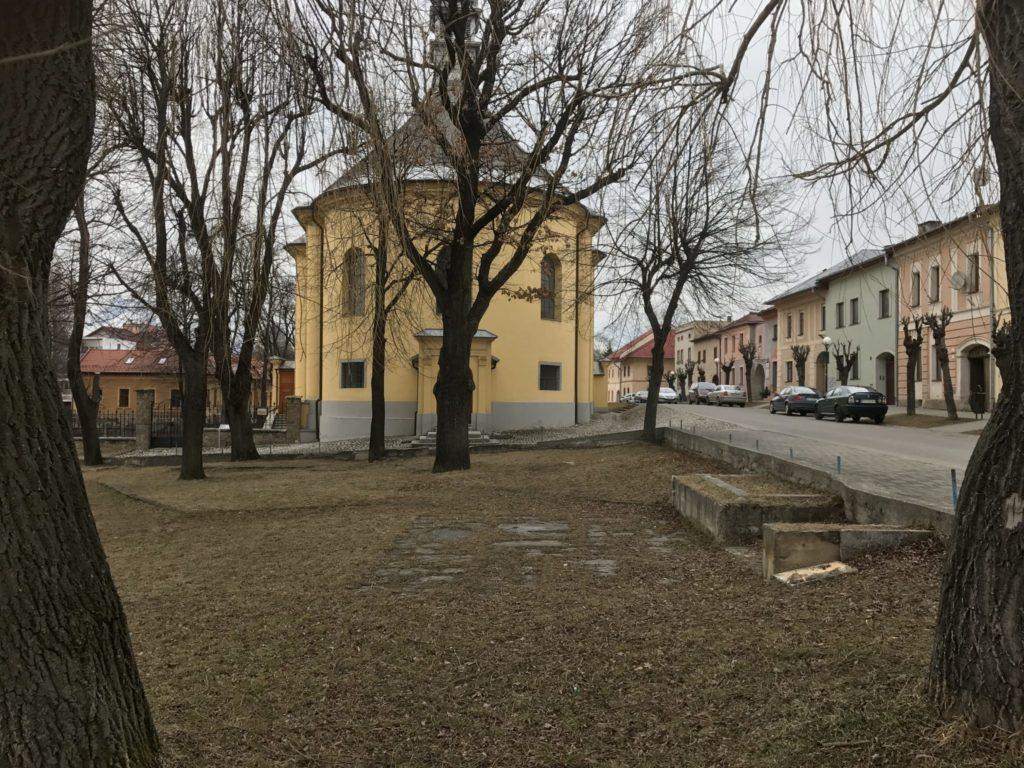 Park s pôvodným podstavcom v súčasnosti