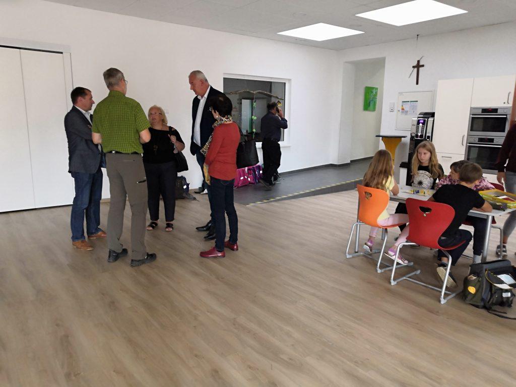 Prehliadka miestnej základnej školy-priestory pre školský klub detí.